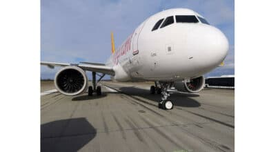 Photo of Pegasus uçağının burun iniş takımı kırıldı