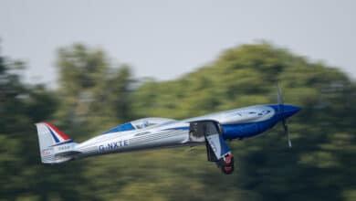 Photo of Rolls-Royce'un elektrikli uçağı gökyüzü ile tanıştı