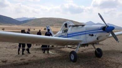 Photo of Yakıtı biten ilaçlama uçağı mecburi iniş yaptı